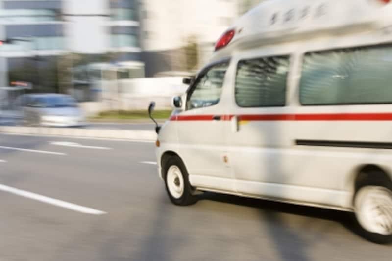 救急車を呼ぶのはためらってしまうもの。迷ったときは、専門機関に相談しましょう
