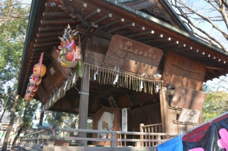 伝統が滲み出る神楽殿