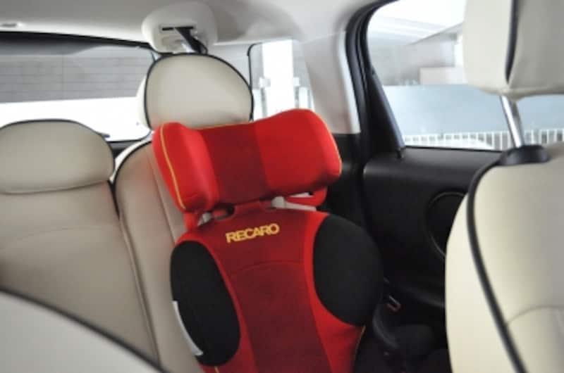 運転席から見た後席チャイルドシート