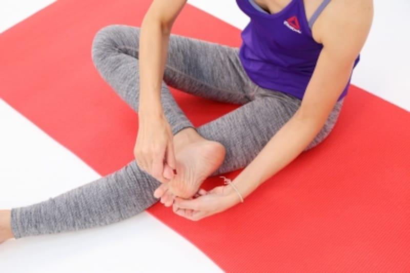 足の指を広げながら伸ばしていくイメージで