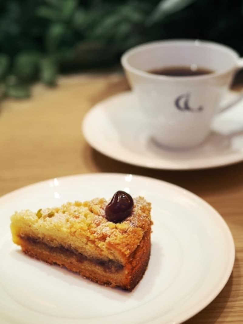 コーヒーは季節ごとにさまざまな農園の銘柄が味わえる