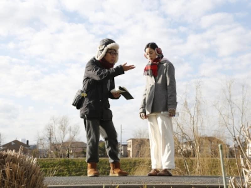 市井監督と、小春役の新木優子さん。?2017『僕らのごはんは明日で待ってる』製作委員会