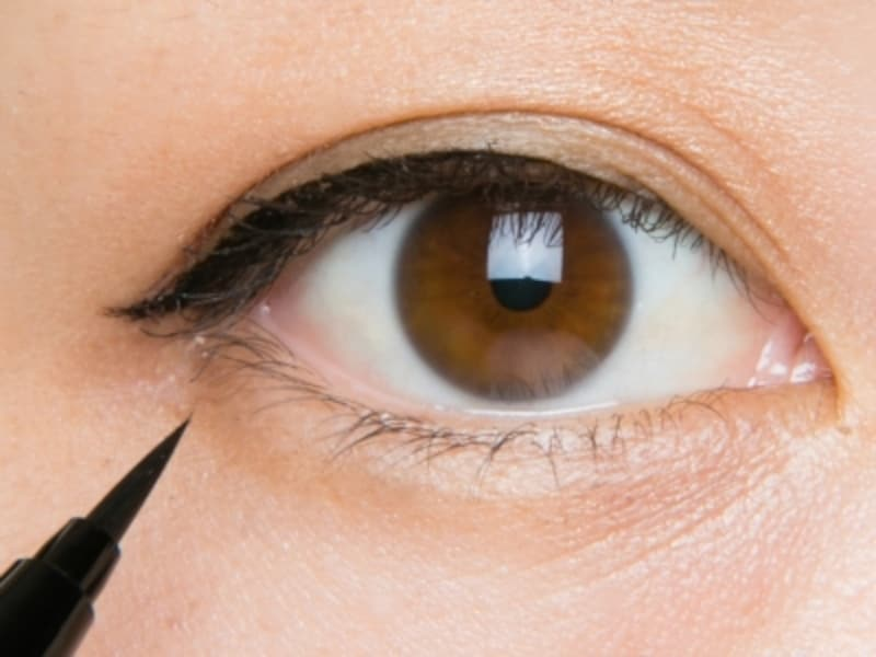 黒目を引き立てる漆黒ブラック
