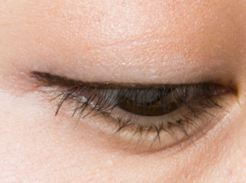 目をソフトに大きく見せる絶妙カラー