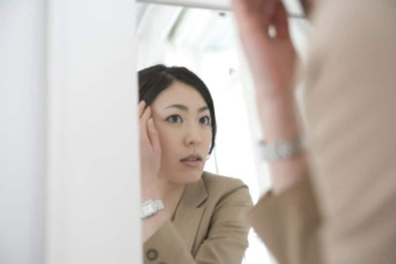 自分の老化に気づかず対策をとらないと、見た目のおばさん化が進みます。おばさんの芽は、小さいうちに摘み取って、キレカワ系をキープしましょう。そのためにも鏡をじっくり見て自分を観察すること。