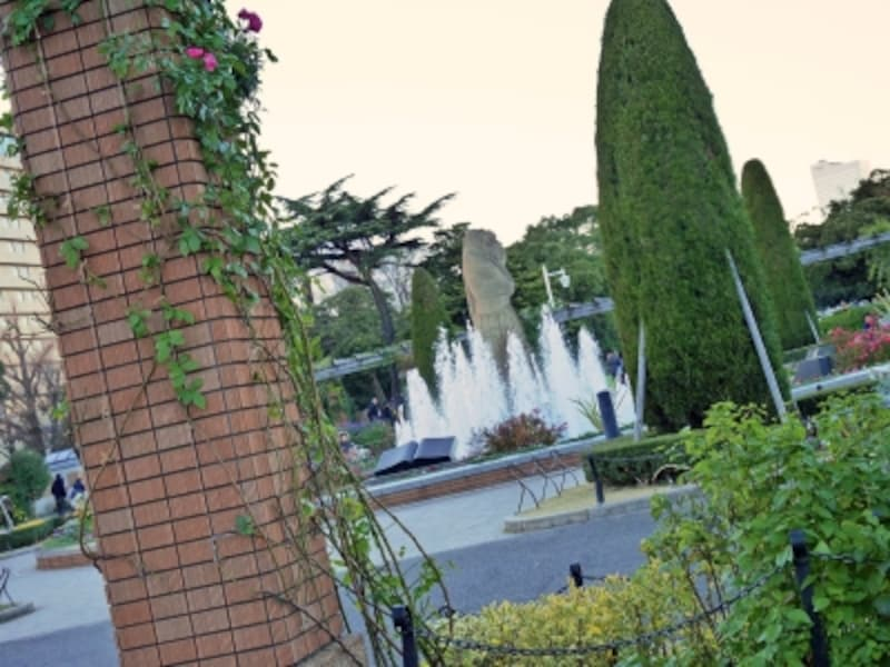 泉鏡花の前に尾崎紅葉が現れた、山下公園の噴水(2016年12月17日撮影)