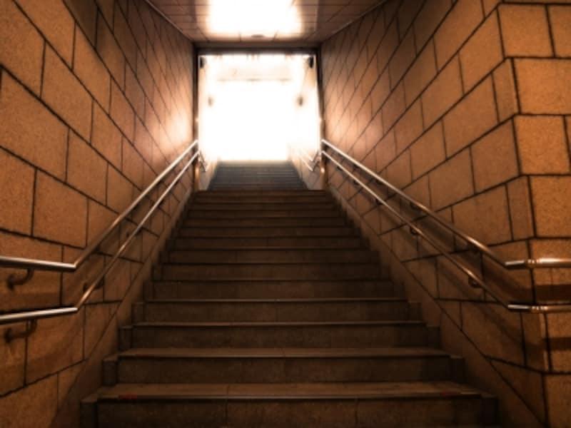 みなとみらい線日本大通り駅入口の階段下から(2016年12月17日撮影)