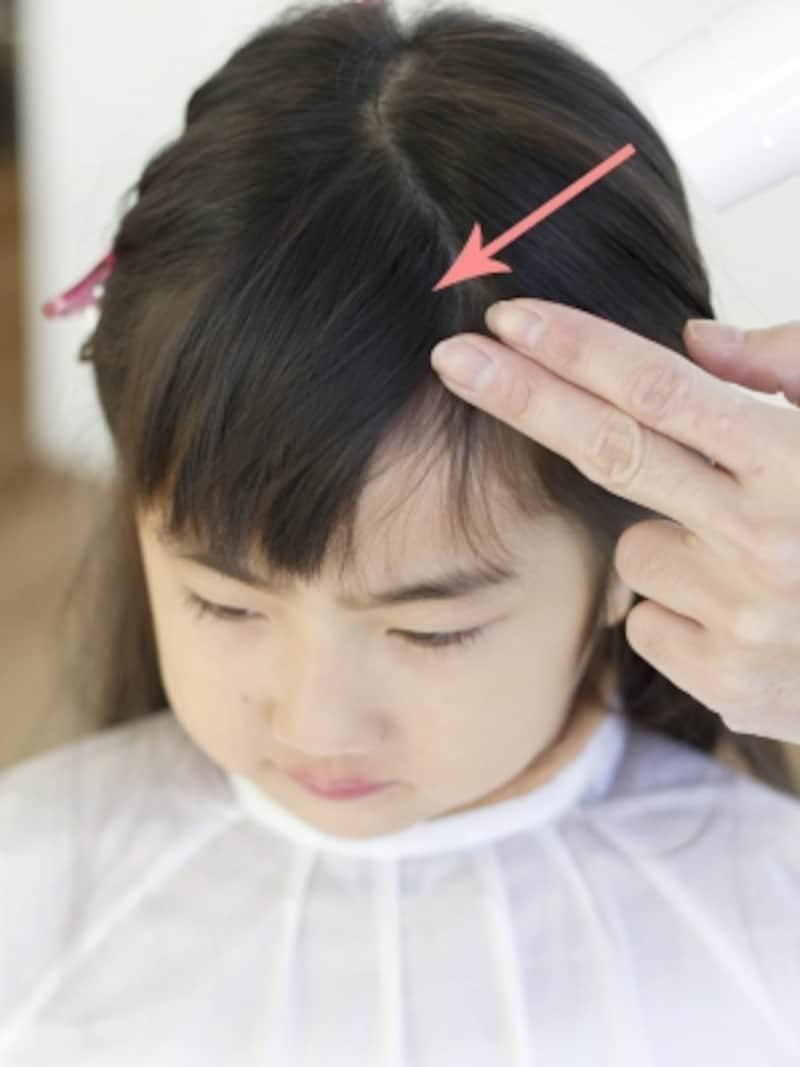 前髪を逆方向からもブロー