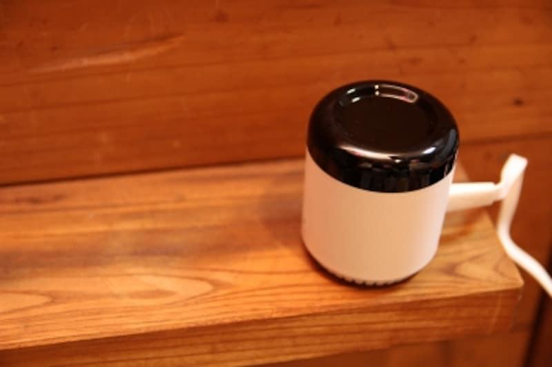 この小さいデバイスでリビングの家電すべてをコントロールできます。