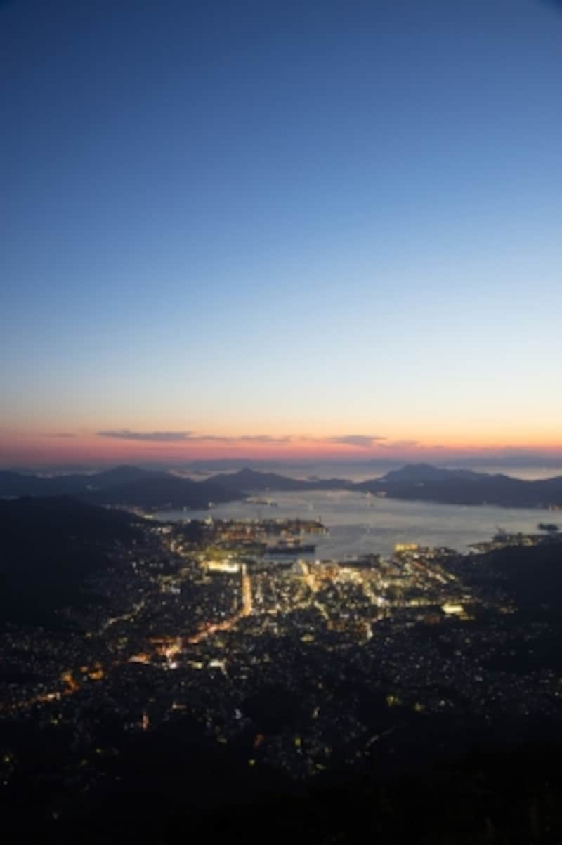 灰ヶ峰頂上から見た呉の夜景