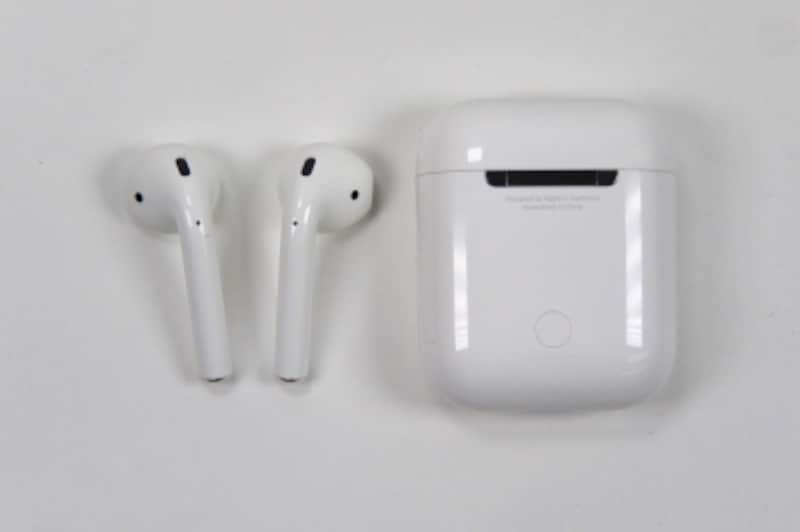 Bluetooth接続がうまくいかないときも、充電ケース背面にあるボタンを長押しすればセットアップが可能な状態になります。