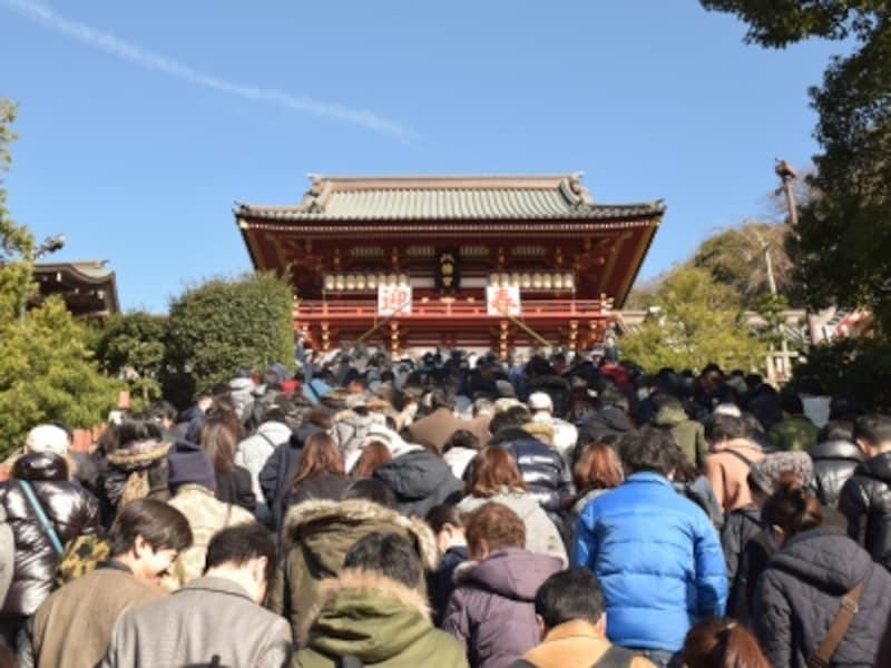 鶴岡八幡宮の本宮への石段(2016年1月2日11:00頃撮影)