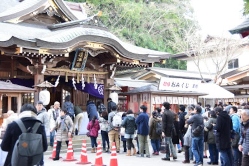 初詣客で混雑する江島神社辺津宮(2017年1月5日14:30頃撮影)