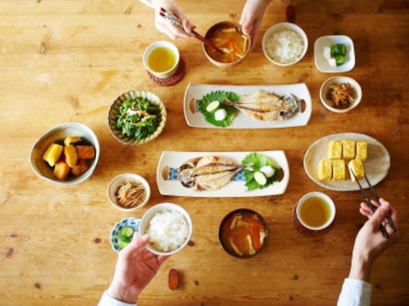 会話を楽しむことも、食事の満足度を高めます。