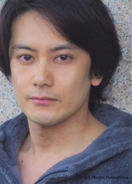 小西遼生undefined82年東京都出身。05年にTVドラマ『牙狼』に主演しアクションも披露。07年に『レ・ミゼラブル』で本格的にミュージカル・デビュー、以来『スリル・ミー』『nexttonormal』『ブラックundefinedメリーポピンズ』『EndoftheRainbow』、シェイクスピア劇『十二夜』等、舞台を中心に活躍している。(C)MarinoMatsushima
