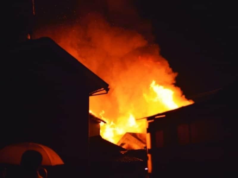 延焼被害を受けても、「失火責任法」により、原則として火元に賠償請求できないルールがある