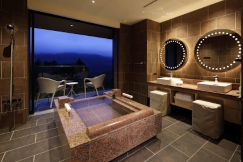 3階undefinedヒルサイドスーペリアツインの客室半露天風呂