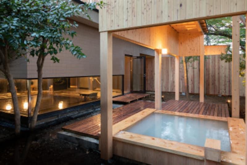 大浴場の露天風呂はにごり湯
