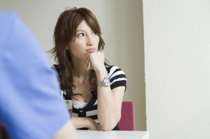 自分の間違いを認めない、悪口ばかり言う。そんな女性は男性に嫌われてしまう