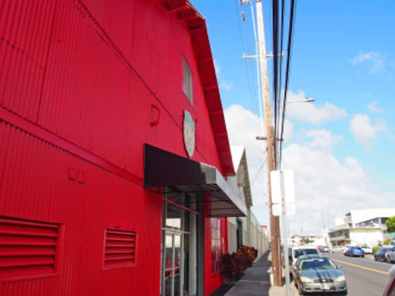ホノルルのカリヒ地区にあるライオン・コーヒーの工場とカフェ&ジェネラル・ストア