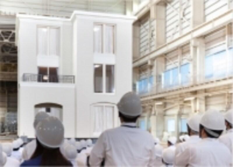 三井ホーム3階建の耐震実験の様子