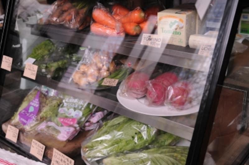 常設野菜コーナーはパン売場の隣に