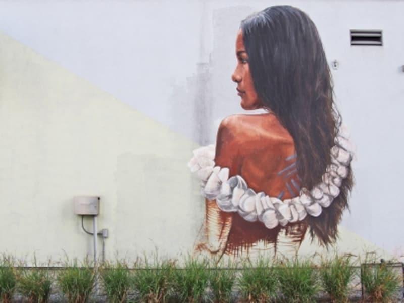 複合商業施設「SALT」の壁に描かれたアート