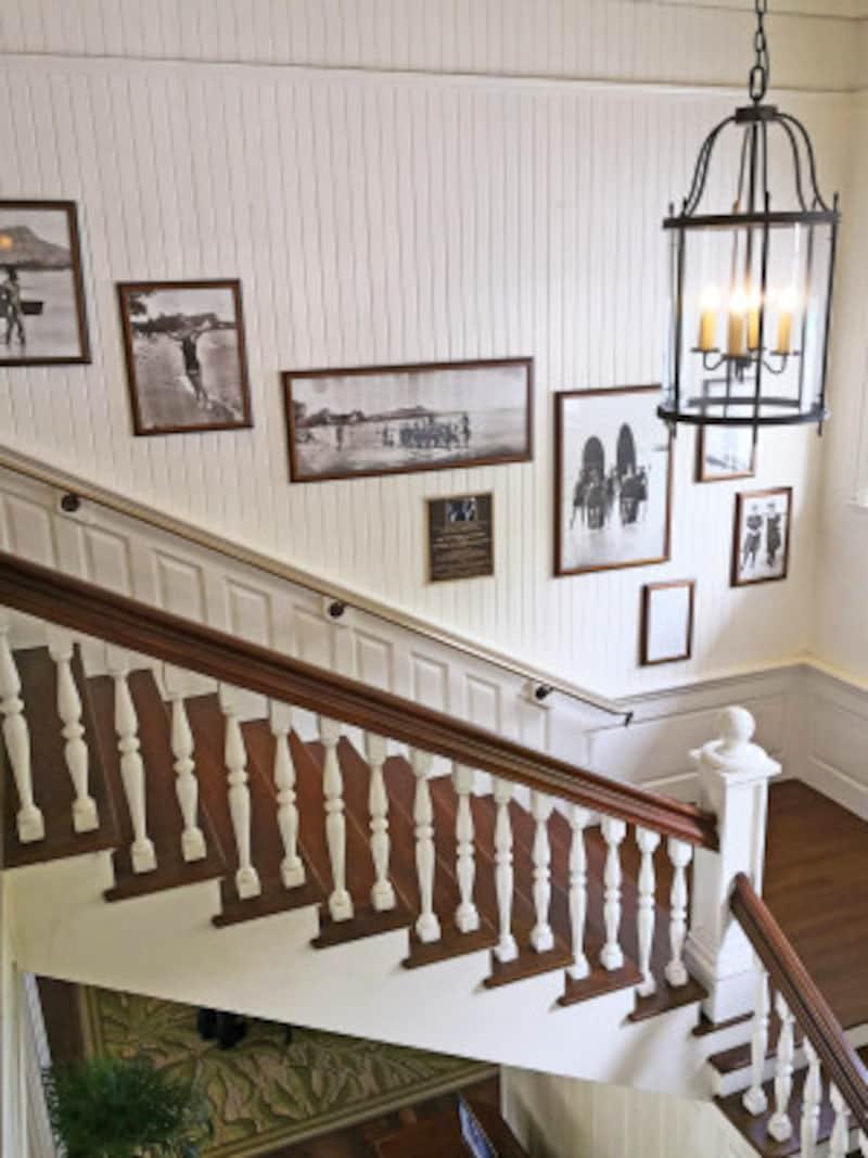 2階の歴史資料室へと続く階段