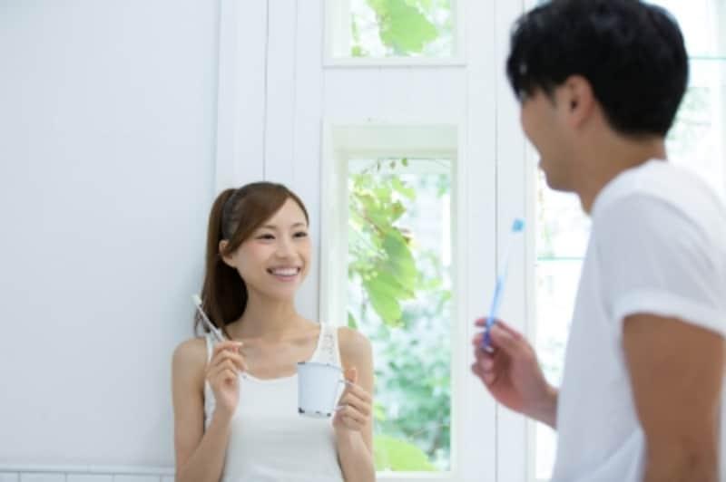歯磨き中のカップル