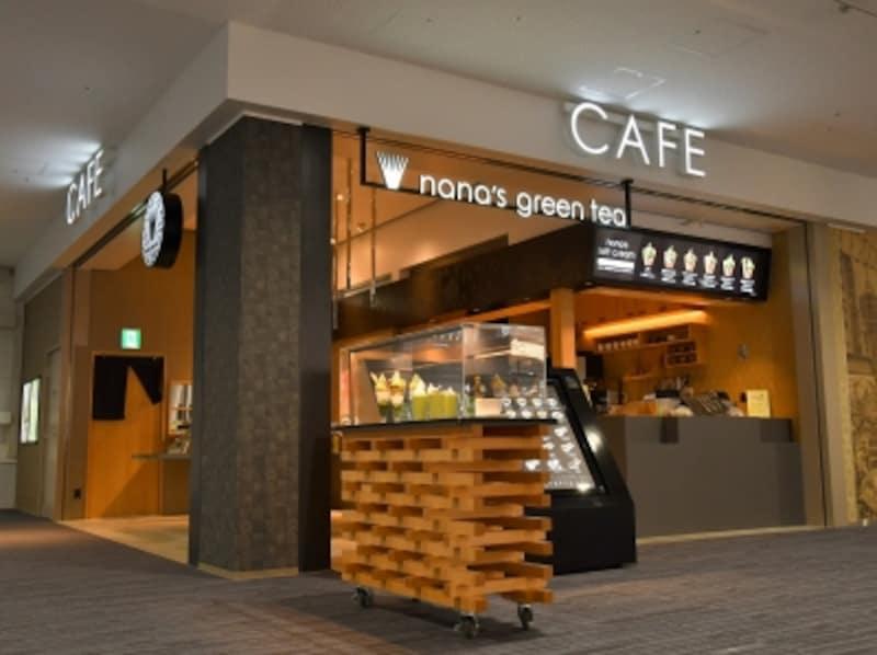 関西国際空港で、人気の「nana'sgreentea」が唯一あるのがここ。カフェ利用はもちろんオリジナルグッズも販売。