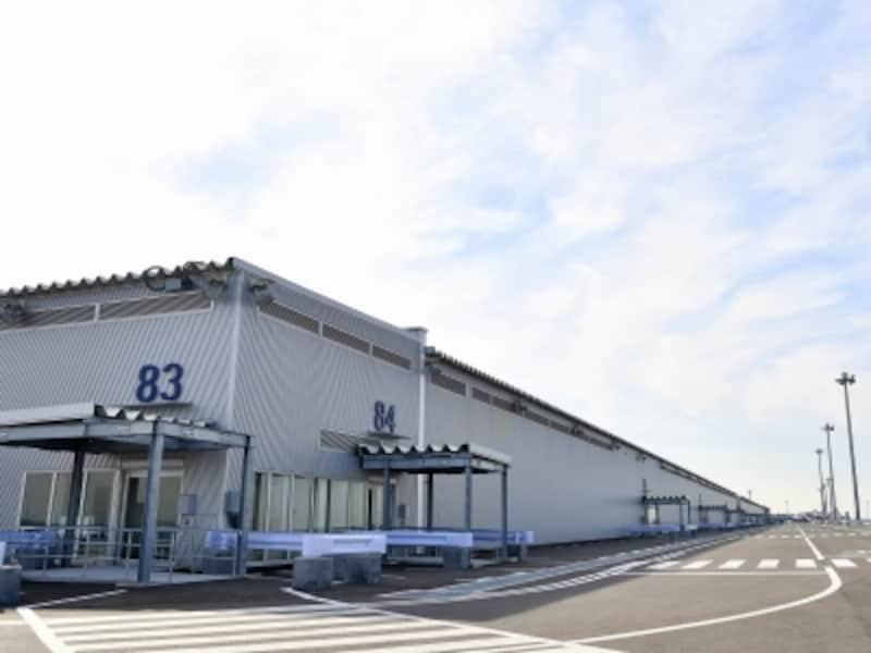第2ターミナルビル(国際線)の搭乗はすべてターミナルから徒歩。80番から90番までのスポットがオープン時に新設