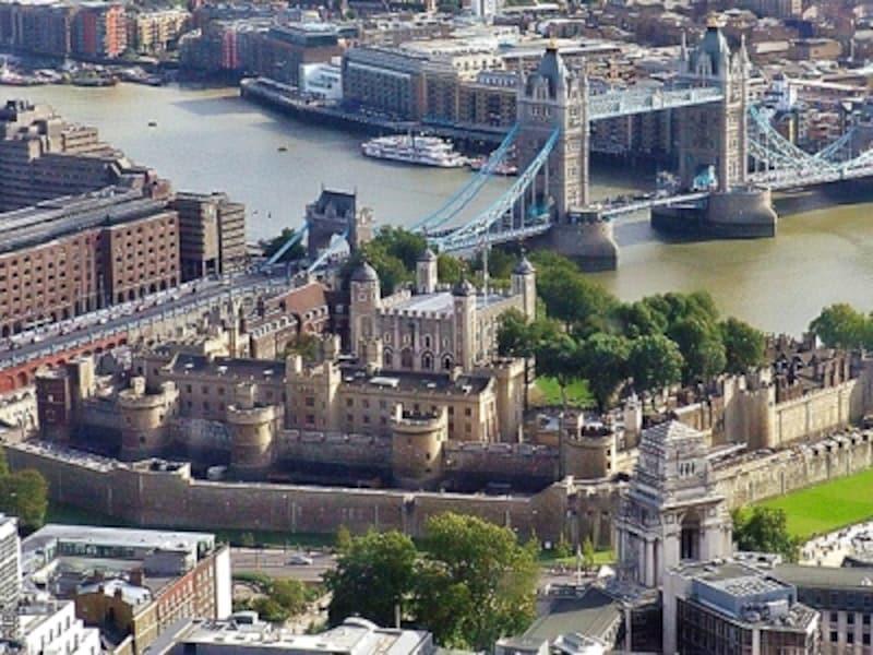 ロンドン塔とタワー・ブリッジ、タワー・ヒル