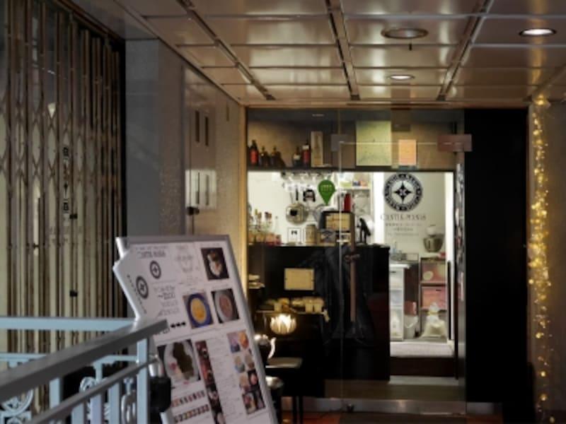 レトロなビルの2階にある和カフェ「CANTIK-MANIS(チャンティックマニス)」(2018年1月23日撮影)
