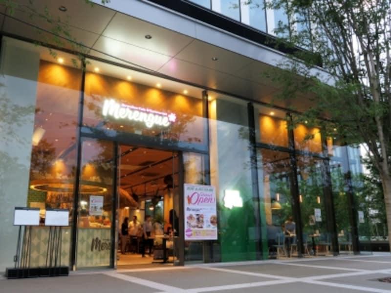 オフィス街にオープンした、ハワイアンカフェ「Merengue(メレンゲ)みなとみらい店」(2017年6月12日撮影)