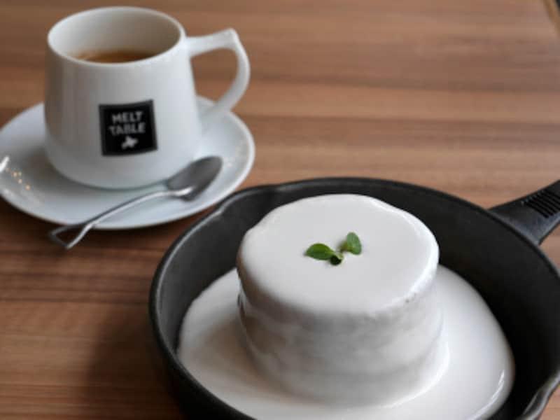 北海道ミルクキャップパンケーキと北海道焙煎コーヒーはセットで950円(税別)(2019年2月26日撮影)