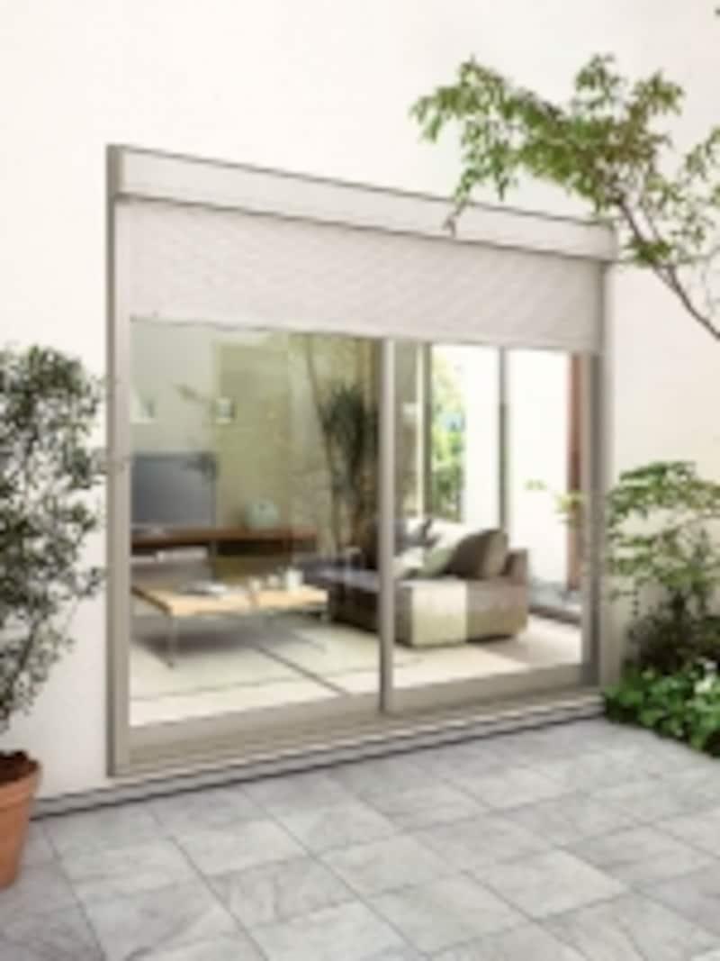 スラットを閉めたままでも換気や採光を得ることができる、電動アルミ窓シャッター。[アリーズ]undefinedLIXILundefinedhttp://www.lixil.co.jp/