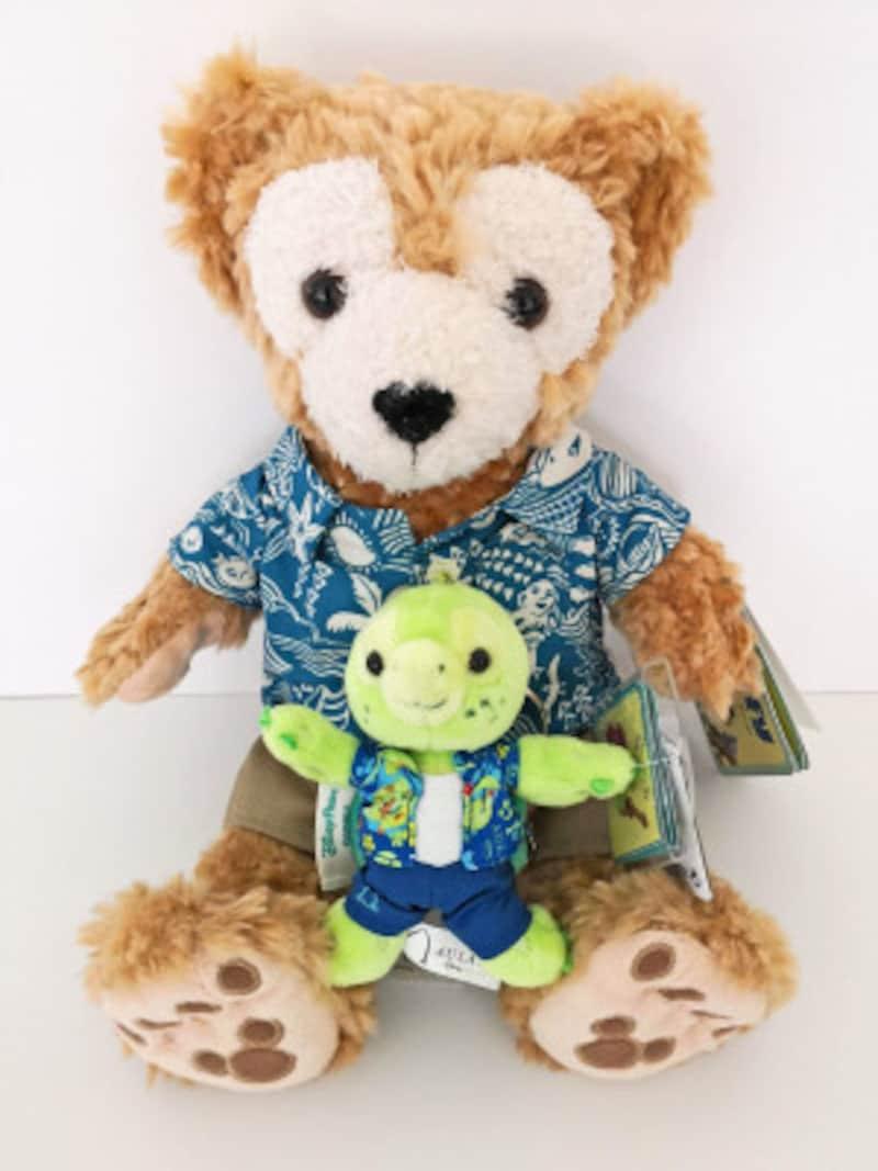アロハシャツを着たハワイ限定ダッフィ(35ドル)と新キャラクターオルのキーホルダー(15ドル)