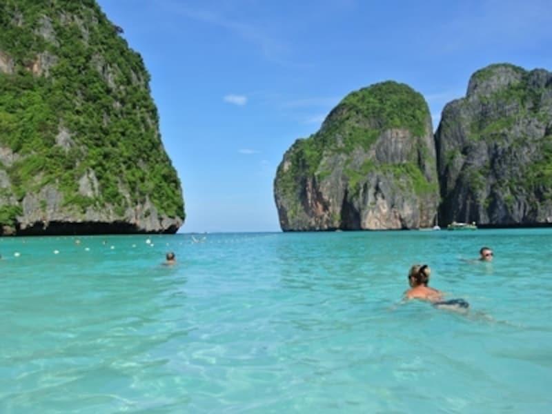 ピピ島のマヤビーチ。船でツアー客がわさーっとやってきては去っていく、が繰り返されます