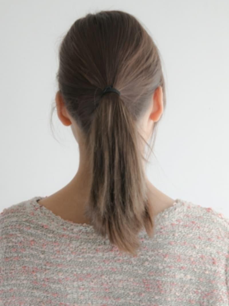 紐ゴムを使って髪を結ぶ方法