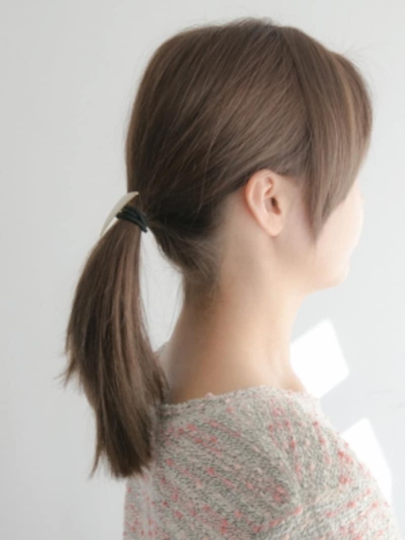 飾り付きヘアゴムのきれいな結び方