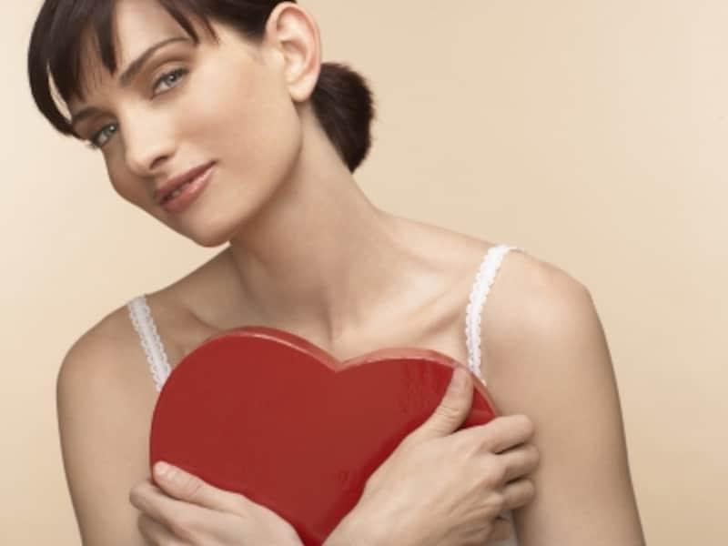 女性の写真を使った実験では、背景の色を赤に変えるだけで、魅力が増すことがわかりました。
