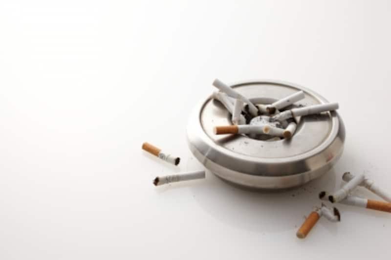 灰皿とたばこ