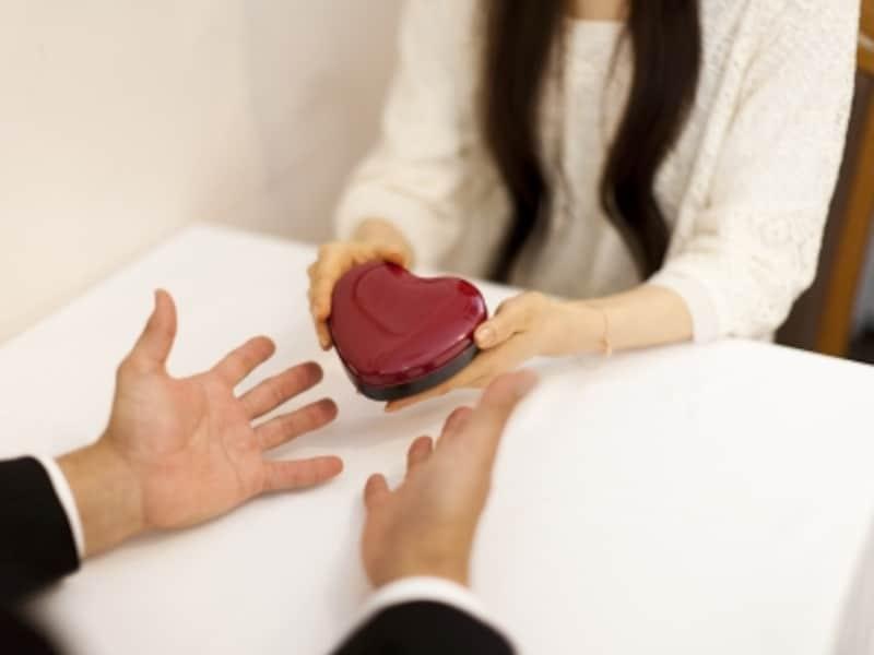 バレンタインデーに関する調査から恋愛事情を読み解きます