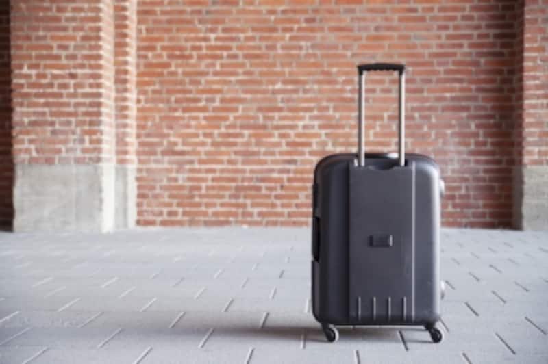 スーツケースのキャスターの数は、2つのタイプを選ぶ?それとも4つ?