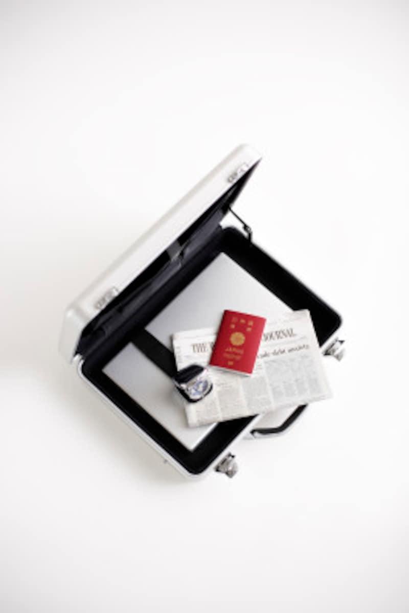 防水性がありこじあけられにくいフレームタイプのスーツケース