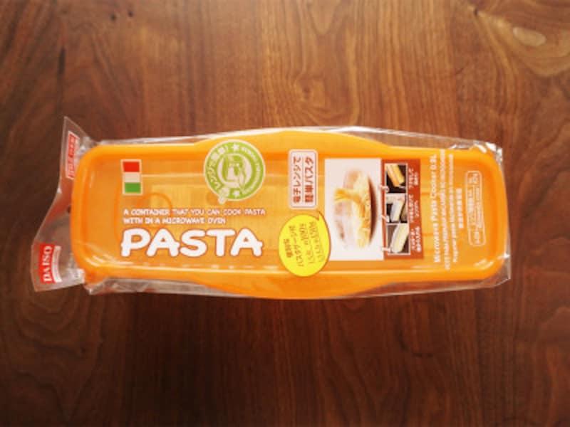 ダイソーで購入した『電子レンジで簡単パスタ』。鍋いらずでパスタが茹でられる優れものです