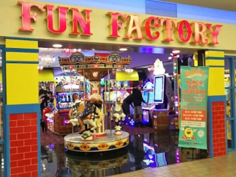 ゲームで遊んで景品もゲットできるファン・ファクトリー。映画館寄りのエリアにある