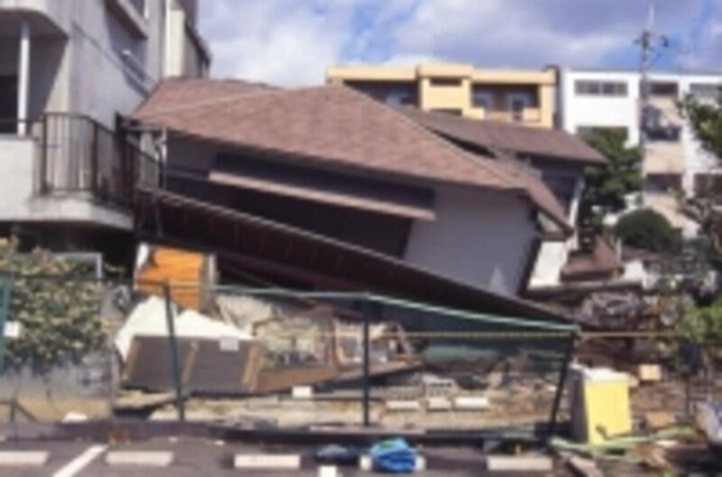 どのような巨大地震が発生しても保険金は支払われなければならないが・・