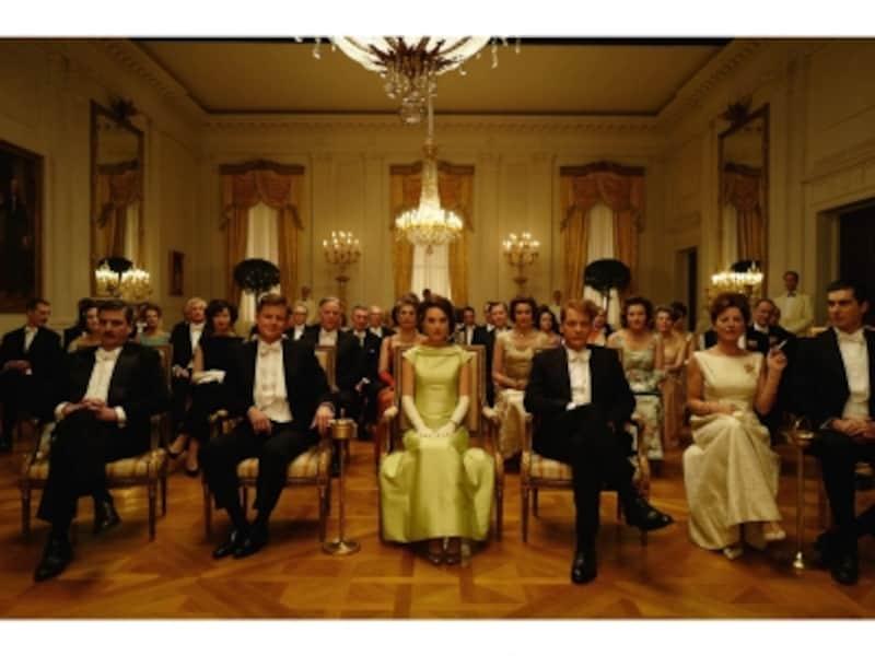 アメリカの王室に喩えられるケネディ政権のイメージの背景には、アーサー王と円卓の騎士たちの物語「キャメロット」があります。(C)2016JackieProductionsLimited