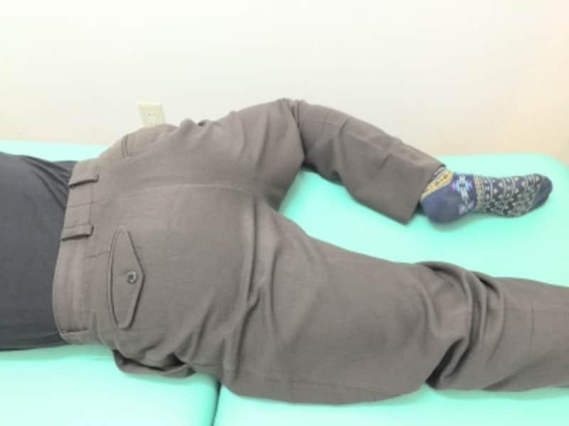 股関節を曲げるとどこか痛むという人は、無理の無いようにしてください